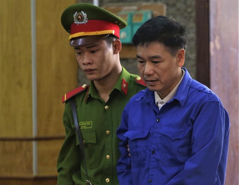 Cựu thượng tá công an từ chối 3 luật sư, tòa hoãn xử - ảnh 2