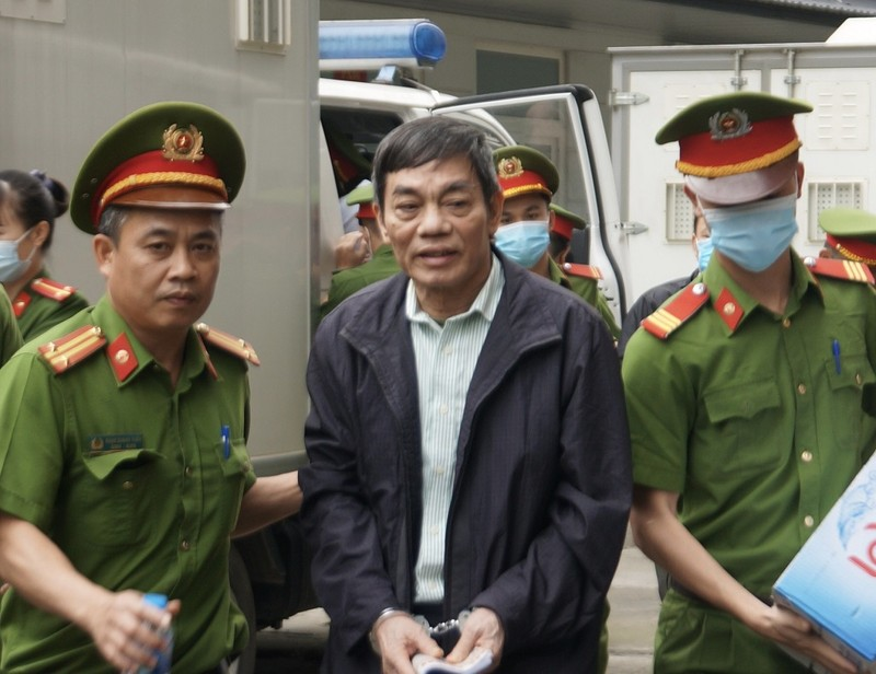 Bị cáo trong đại án gang thép Thái Nguyên được áp giải tới tòa - ảnh 1
