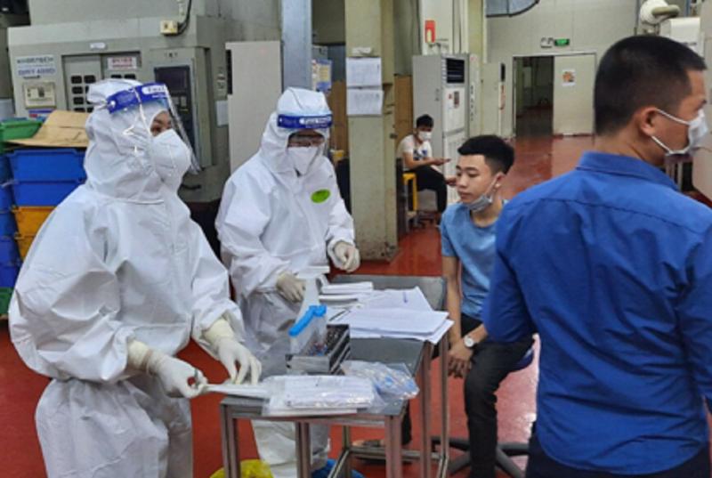 Bắc Giang: Ổ dịch ở KCN Vân Trung nguy hiểm, rất khó kiểm soát - ảnh 1