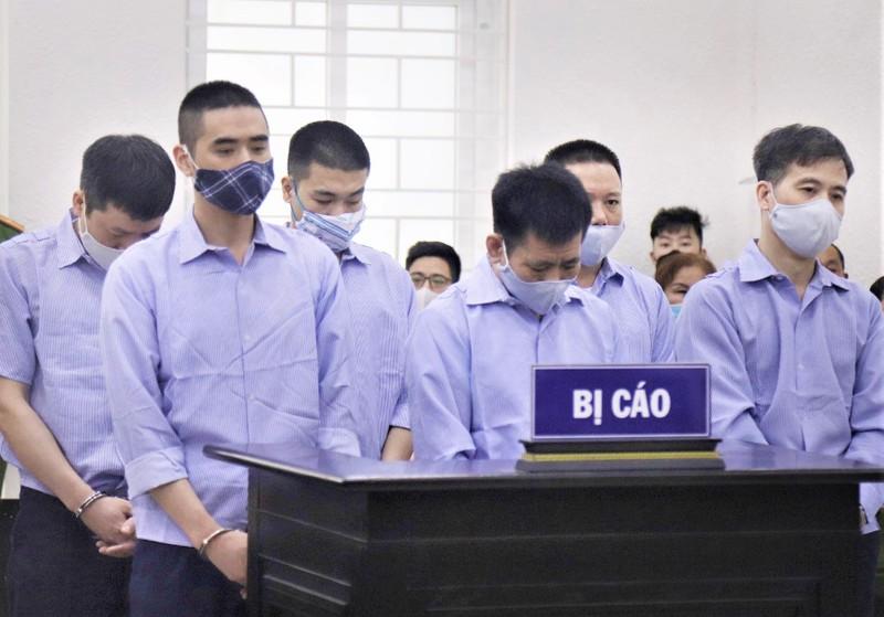 Bất ngờ hoãn xử 4 cựu thanh tra 'bảo kê logo xe vua' - ảnh 1