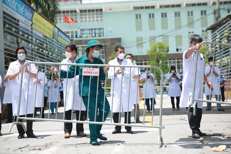 Bệnh viện K Tân Triều dỡ phong tỏa sau 1 tháng cách ly vì COVID-19 - ảnh 4