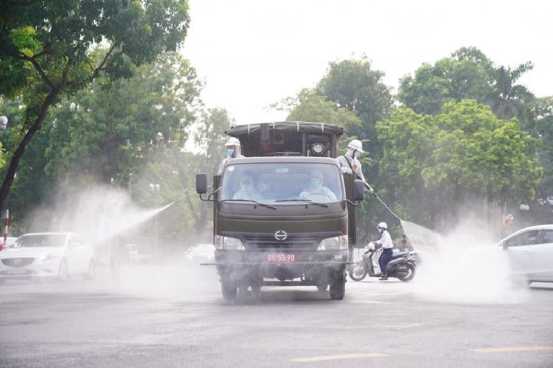 Hà Nội: Binh chủng hóa học, Bộ tư lệnh Thủ đô bắt đầu phun khử khuẩn diện rộng - ảnh 2