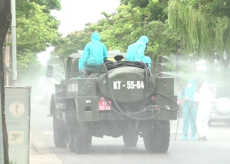Hà Nội: Binh chủng hóa học, Bộ tư lệnh Thủ đô bắt đầu phun khử khuẩn diện rộng - ảnh 4