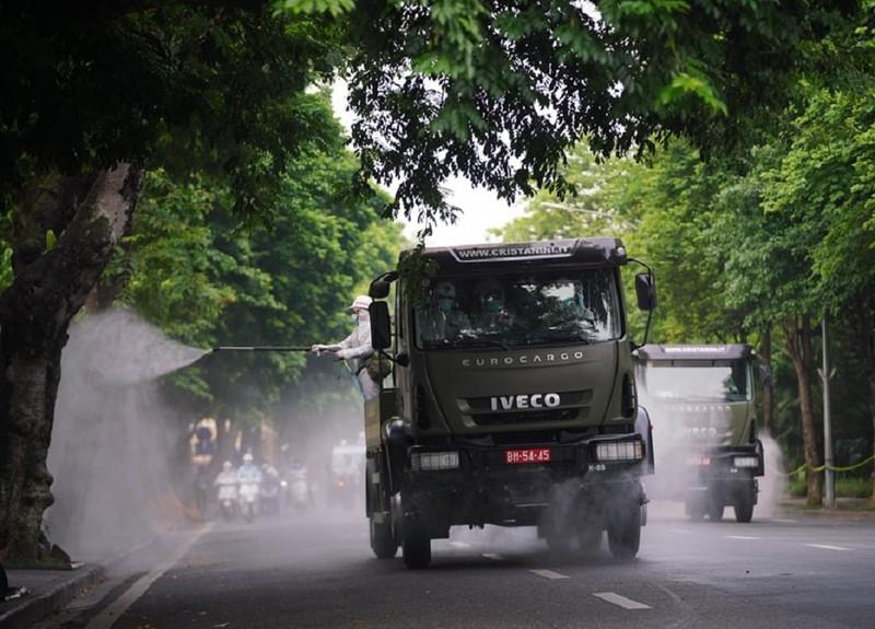 Hà Nội: Binh chủng hóa học, Bộ tư lệnh Thủ đô bắt đầu phun khử khuẩn diện rộng - ảnh 3