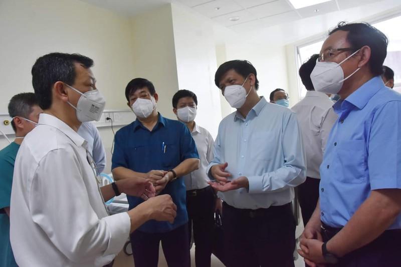 """Bộ trưởng Bộ Y tế: """"Trong 48 tiếng phải thiết lập xong khu điều trị hồi sức"""" - ảnh 1"""