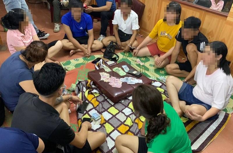 Cao Bằng: Bắt nhiều cán bộ xã tụ tập đánh bạc giữa lúc dịch - ảnh 1