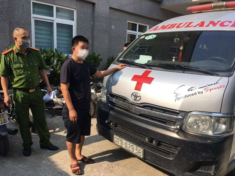 Tài xế dùng xe cứu thương 'thông chốt' từ Nghệ An ra Hà Nội - ảnh 1