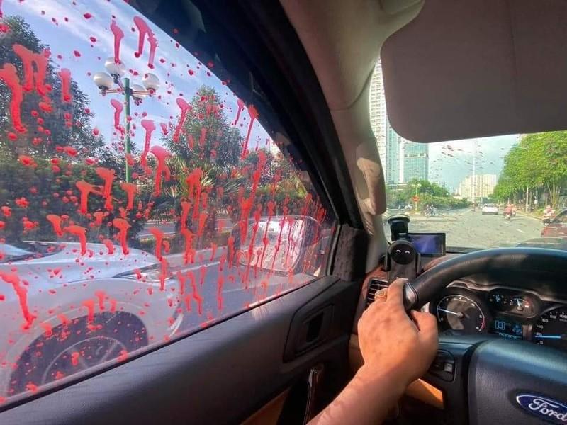 Công an Hà Nội điều tra vụ hàng loạt ô tô bị tạt sơn đỏ - ảnh 2