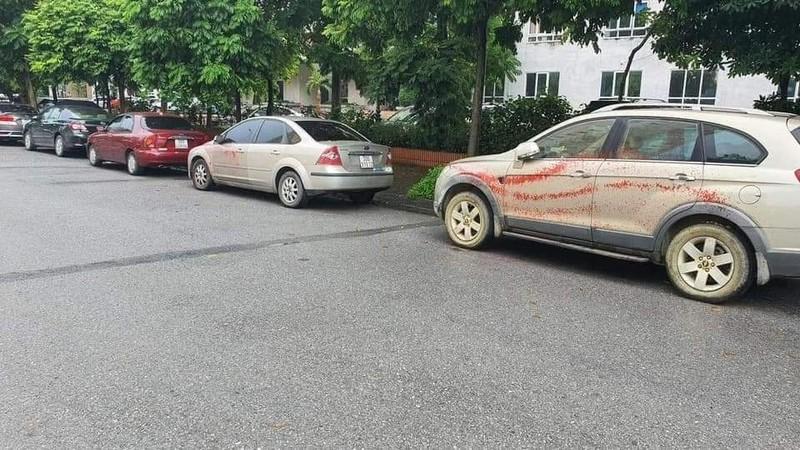 Công an Hà Nội điều tra vụ hàng loạt ô tô bị tạt sơn đỏ - ảnh 1