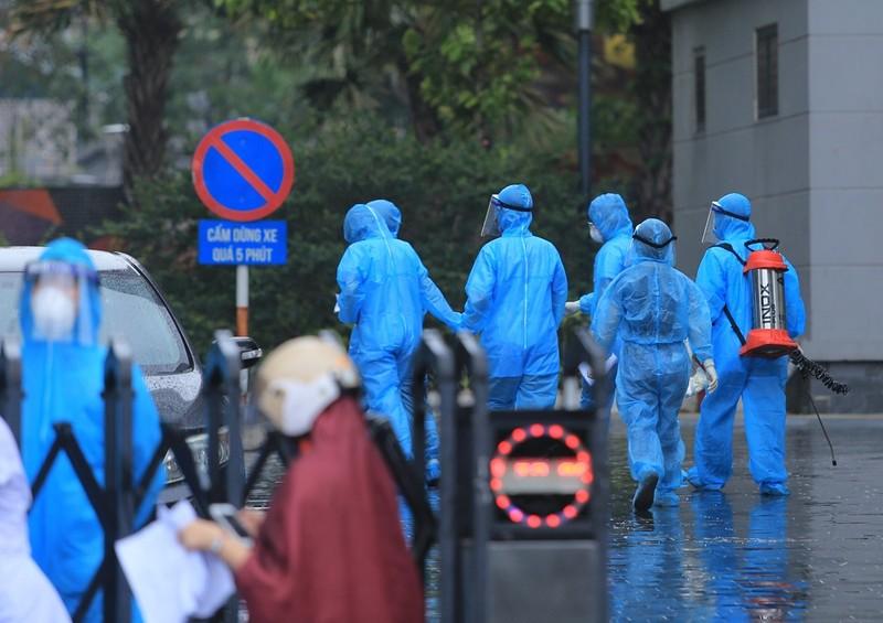 Nóng: BV Việt Đức phong tỏa 1 tòa nhà do người chăm bệnh dương tính COVID-19 - ảnh 1