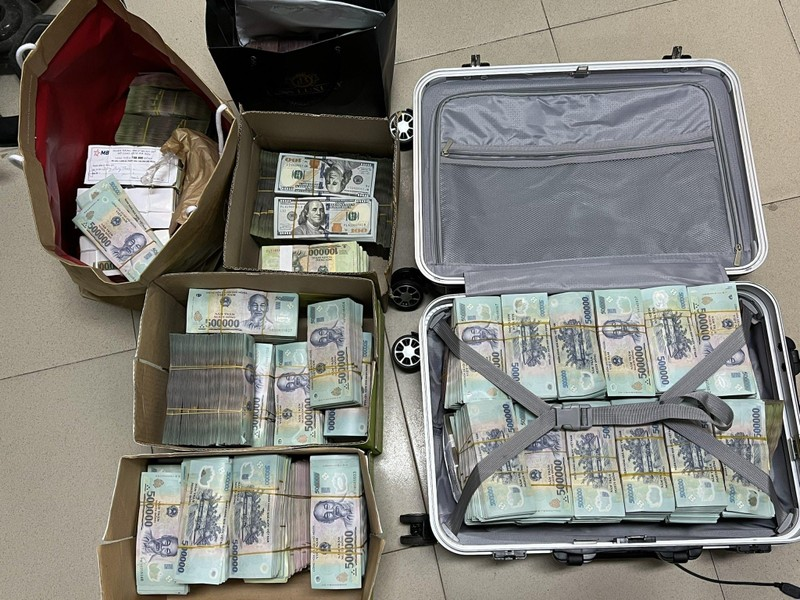 Cận cảnh dàn siêu xe và cả vali tiền bị thu giữ của 'ông trùm' cờ bạc ngàn tỉ - ảnh 3