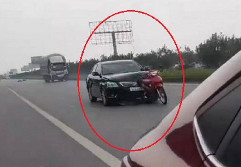 Ô tô tông chết người, kéo rê xe máy thêm 1 km - ảnh 2