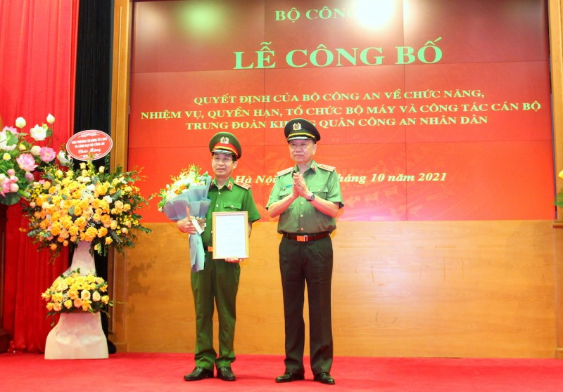 Bộ Công an ra mắt Trung đoàn không quân Công an Nhân dân - ảnh 1