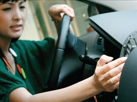 Những thói quen phụ nữ nên bỏ khi lái xe - ảnh 1