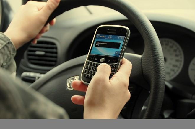 Những thói quen phụ nữ nên bỏ khi lái xe - ảnh 5