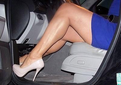 Những thói quen phụ nữ nên bỏ khi lái xe - ảnh 7