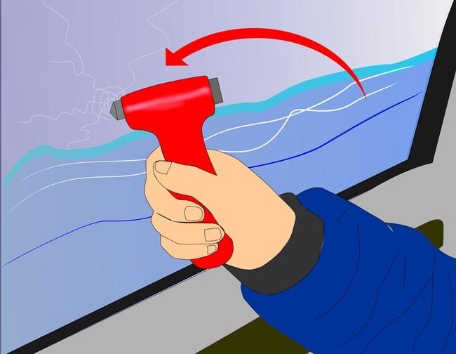 Thoát hiểm khi xe bị rơi xuống nước - ảnh 2