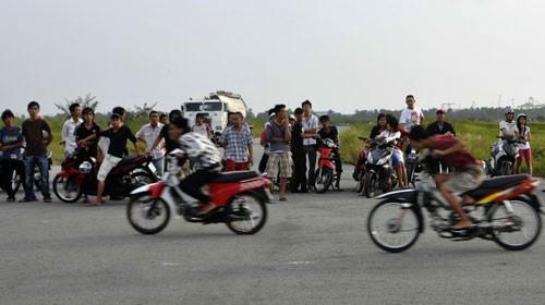 Những lỗi vi phạm điều khiển xe mô tô bị tịch thu giấy phép lái xe - ảnh 1