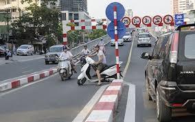 Những lỗi vi phạm điều khiển xe mô tô bị tịch thu giấy phép lái xe - ảnh 2