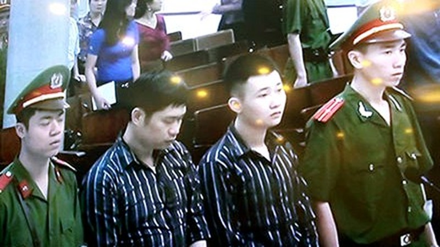 2 bị cáo Nguyễn Mạnh Tường và Đào Quang Khánh trong phiên tòa xét xử lần 1