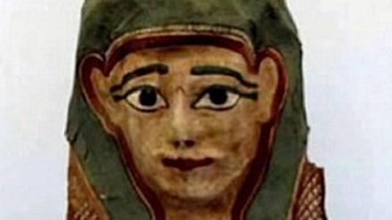 Chiếc mặt nạ được làm từ giấy papyrus có chép kinh Phúc âm. Nguồn: Australia Museum.