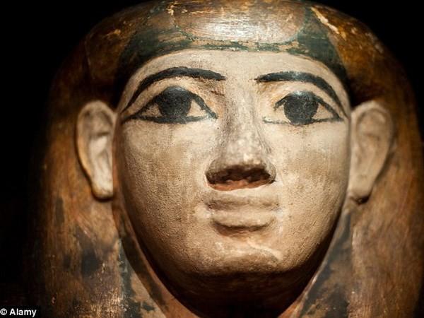 Phát hiện mặt nạ xác ướp chứa bản sao kinh thánh cổ nhất - ảnh 3