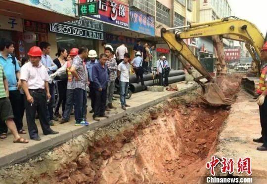 Trung Quốc: Phát hiện hàng chục quả trứng khủng long dưới nền đường - ảnh 5