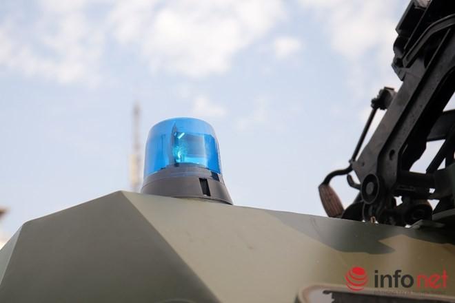 Cận cảnh xe chống đạn RAM-MKIII của lực lượng an ninh Việt Nam - ảnh 10