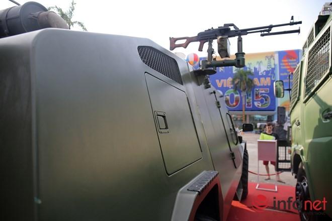 Cận cảnh xe chống đạn RAM-MKIII của lực lượng an ninh Việt Nam - ảnh 5