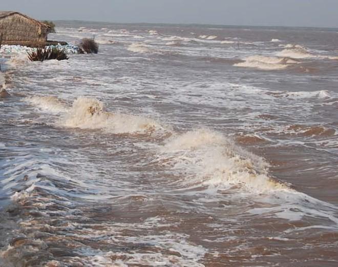 Bão số 6 theo hướng Bắc Tây Bắc, gió giật cấp 12 - ảnh 1