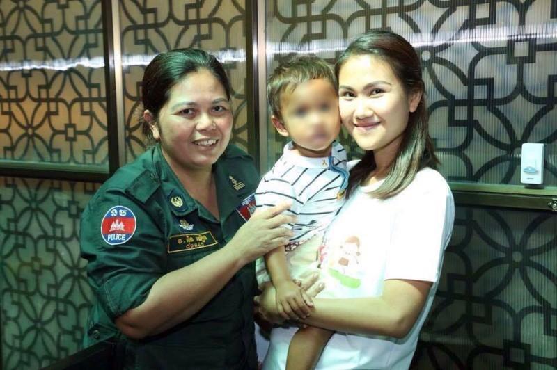 Con gái Thủ tướng Hunsen thăm bé trai bị  hành hạ - ảnh 1