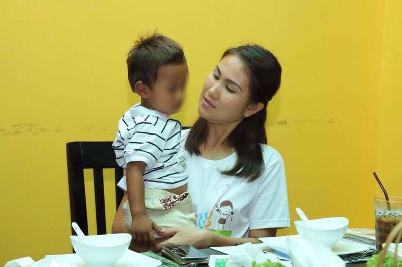 Con gái Thủ tướng Hunsen thăm bé trai bị  hành hạ - ảnh 4