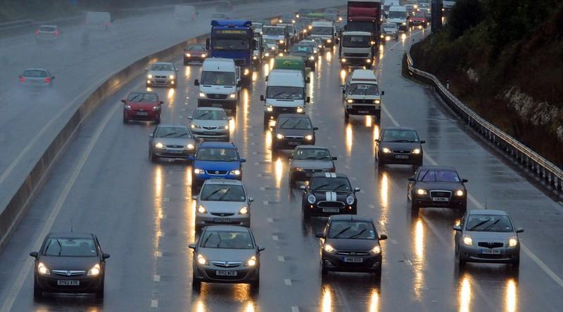 Giữ khoảng cách an toàn khi lái xe ô tô - ảnh 1