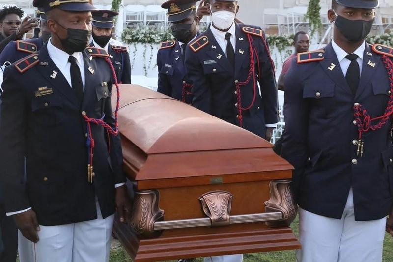 Bạo lực, biểu tình tiếp diễn, đoàn Mỹ đột ngột rời lễ tang cố Tổng thống Haiti - ảnh 1