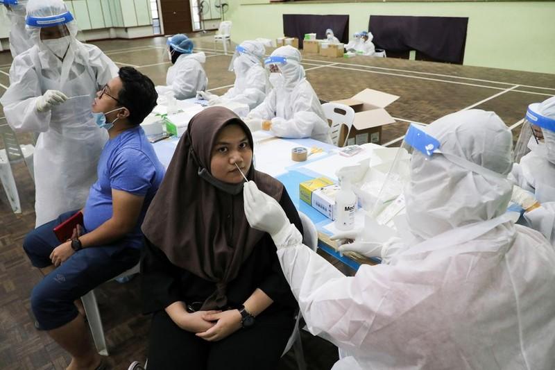 Malaysia có thể chạm đỉnh dịch vào tháng 9 với 24.000 ca nhiễm/ngày - ảnh 1