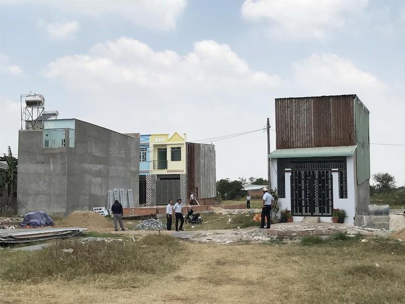 Chỉ đạo mới nhất của TP.HCM về vụ xây nhà 'lụi' ở Bình Chánh - ảnh 1