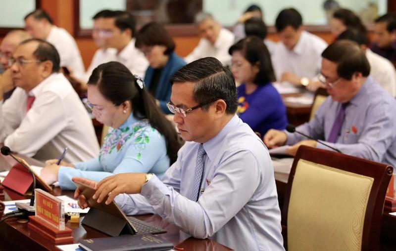 Đại biểu HĐND TP.HCM hào hứng với 'kỳ họp không giấy' - ảnh 6