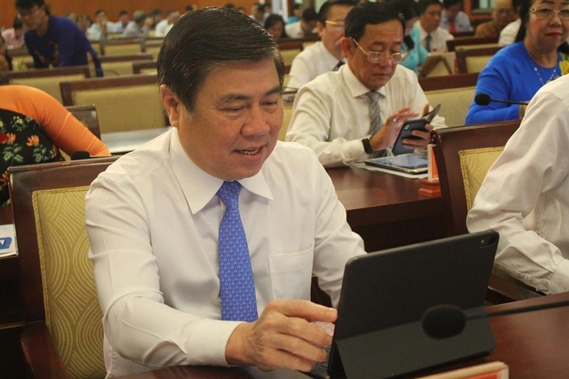 Đại biểu HĐND TP.HCM hào hứng với 'kỳ họp không giấy' - ảnh 2