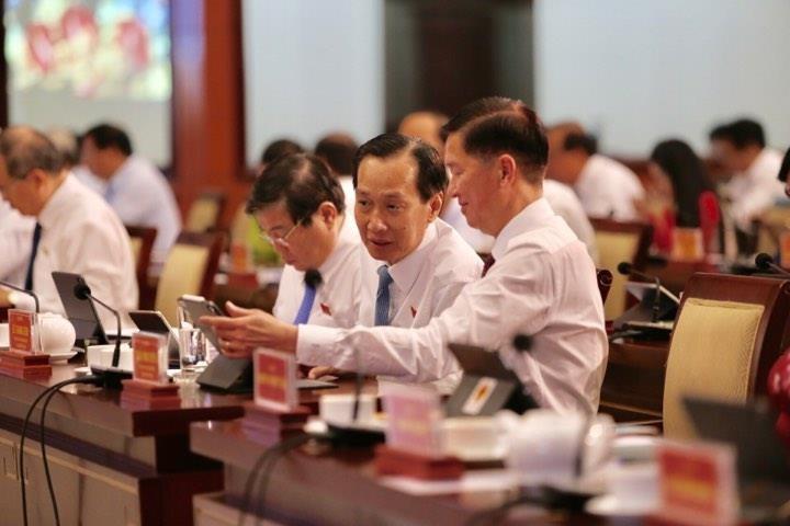 Đại biểu HĐND TP.HCM hào hứng với 'kỳ họp không giấy' - ảnh 3
