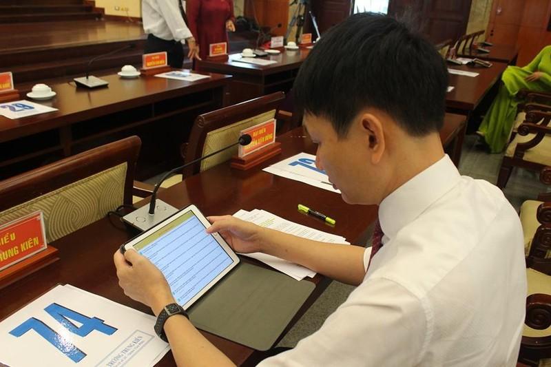 Đại biểu HĐND TP.HCM hào hứng với 'kỳ họp không giấy' - ảnh 7