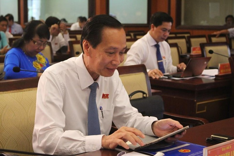 Đại biểu HĐND TP.HCM hào hứng với 'kỳ họp không giấy' - ảnh 4