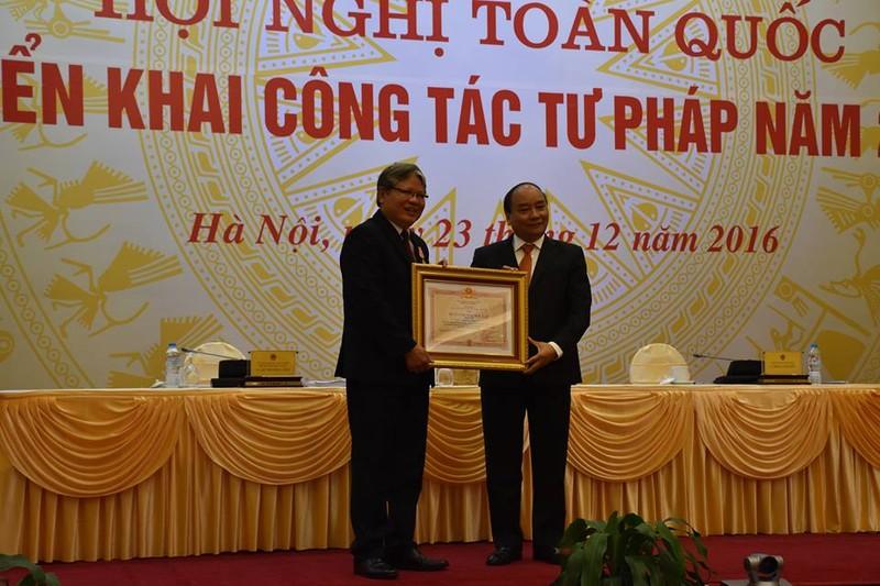Cựu Bộ trưởng Hà Hùng Cường nhận huân chương Độc lập - ảnh 1