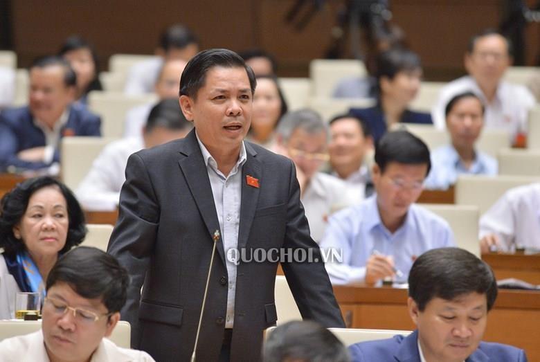 Đại biểu đề nghị chủ tịch tỉnh đi xe máy, bộ trưởng đi xe buýt - ảnh 1