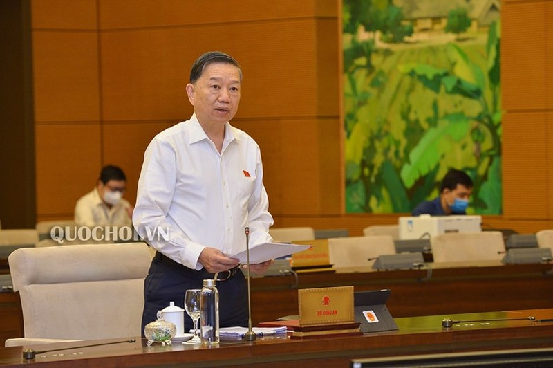 Bộ trưởng Tô Lâm: Dùng sổ hộ khẩu đến 2025 là không thực tế - ảnh 1