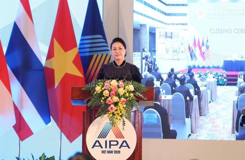 AIPA 41 trao giải thưởng vì sự cống hiến cho bà Tòng Thị Phóng - ảnh 1