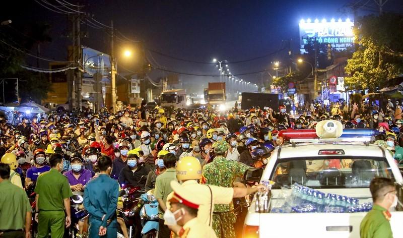 Công điện hoả tốc của Thủ tướng về việc hỗ trợ người dân di chuyển về quê - ảnh 1