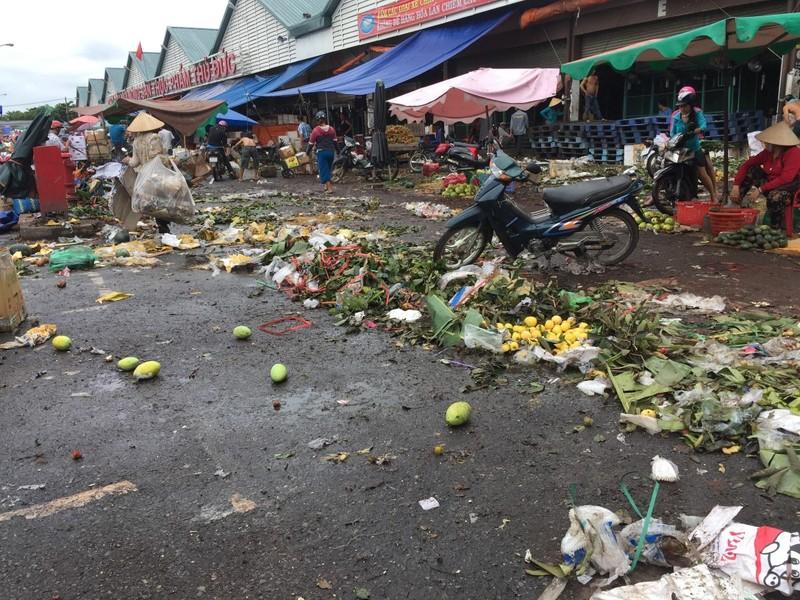 Chợ và nỗi lo về rác thải  - ảnh 1