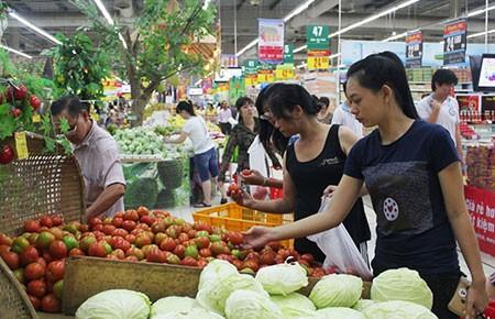 Lo chất lượng hàng trong siêu thị: Nhiều kẽ hở trong kiểm tra hàng hóa - ảnh 1