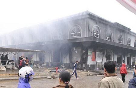 Cháy chợ Phố Hiến, thiệt hại khoảng 50 tỉ đồng - ảnh 1
