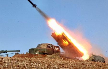 CHDCND Triều Tiên bắn 30 tên lửa tầm ngắn - ảnh 1